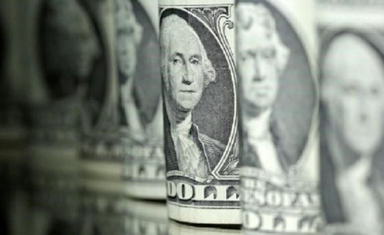 El dólar blue cayó por debajo del valor del oficial antes de las elecciones