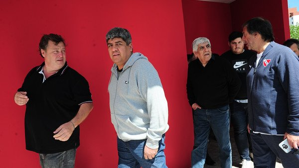 En Independiente no tienen un plan B tras el no de Diego Forlán