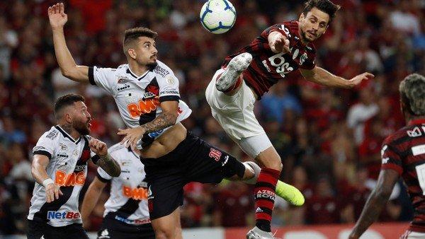 Flamengo empató con Vasco da Gama en un clásico caliente y aumentó su ventaja como líder