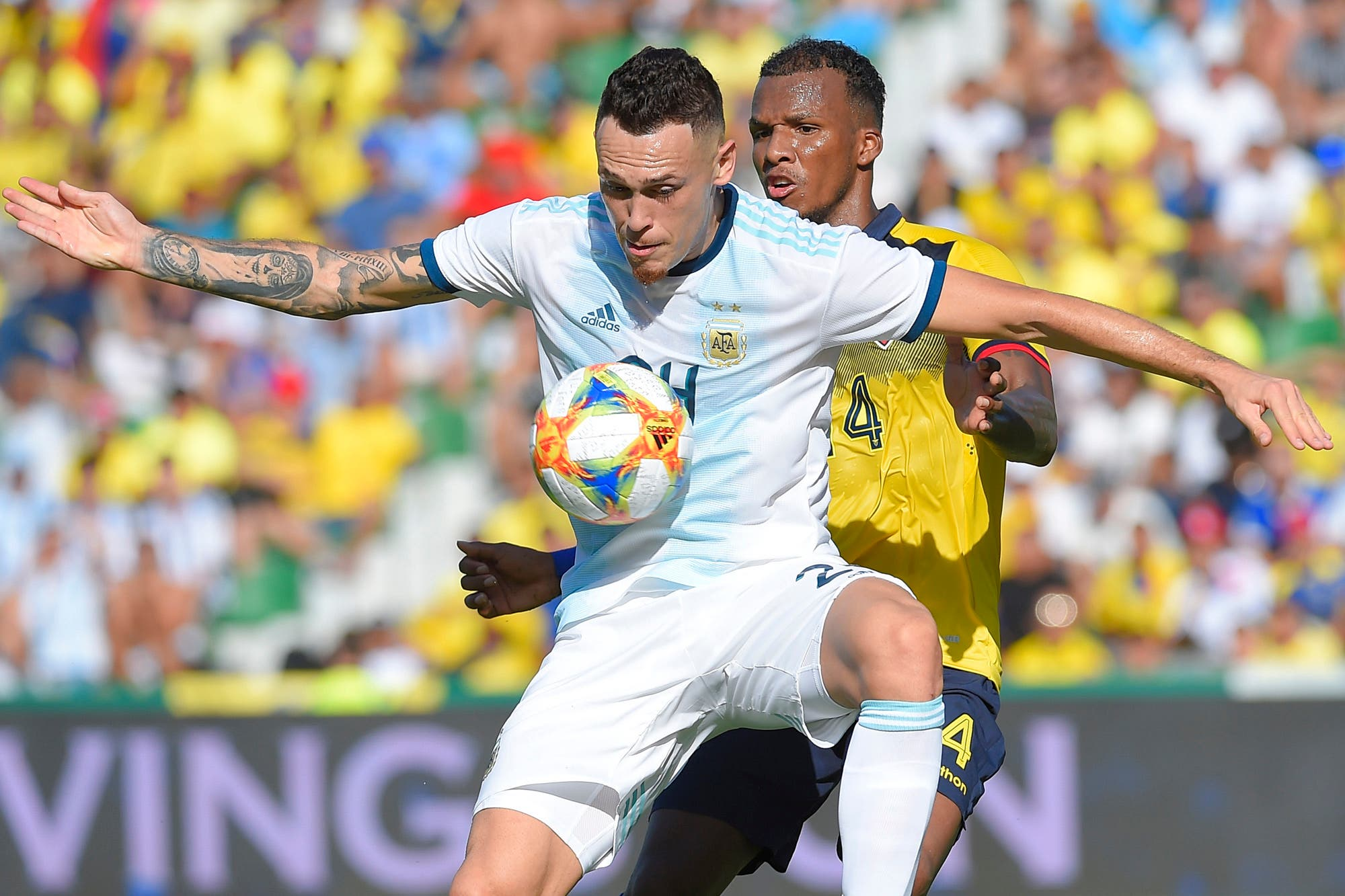 Selección argentina: Lucas Ocampos sigue haciendo goles sin ser el N° 9, como querían su padre y el representante