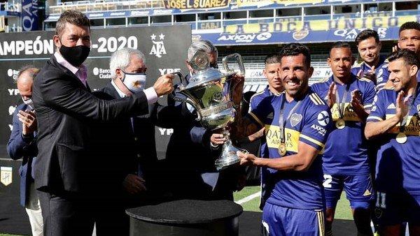 """Carlitos Tevez levantó otro trofeo con Boca: """"Este título puede ser el último"""""""