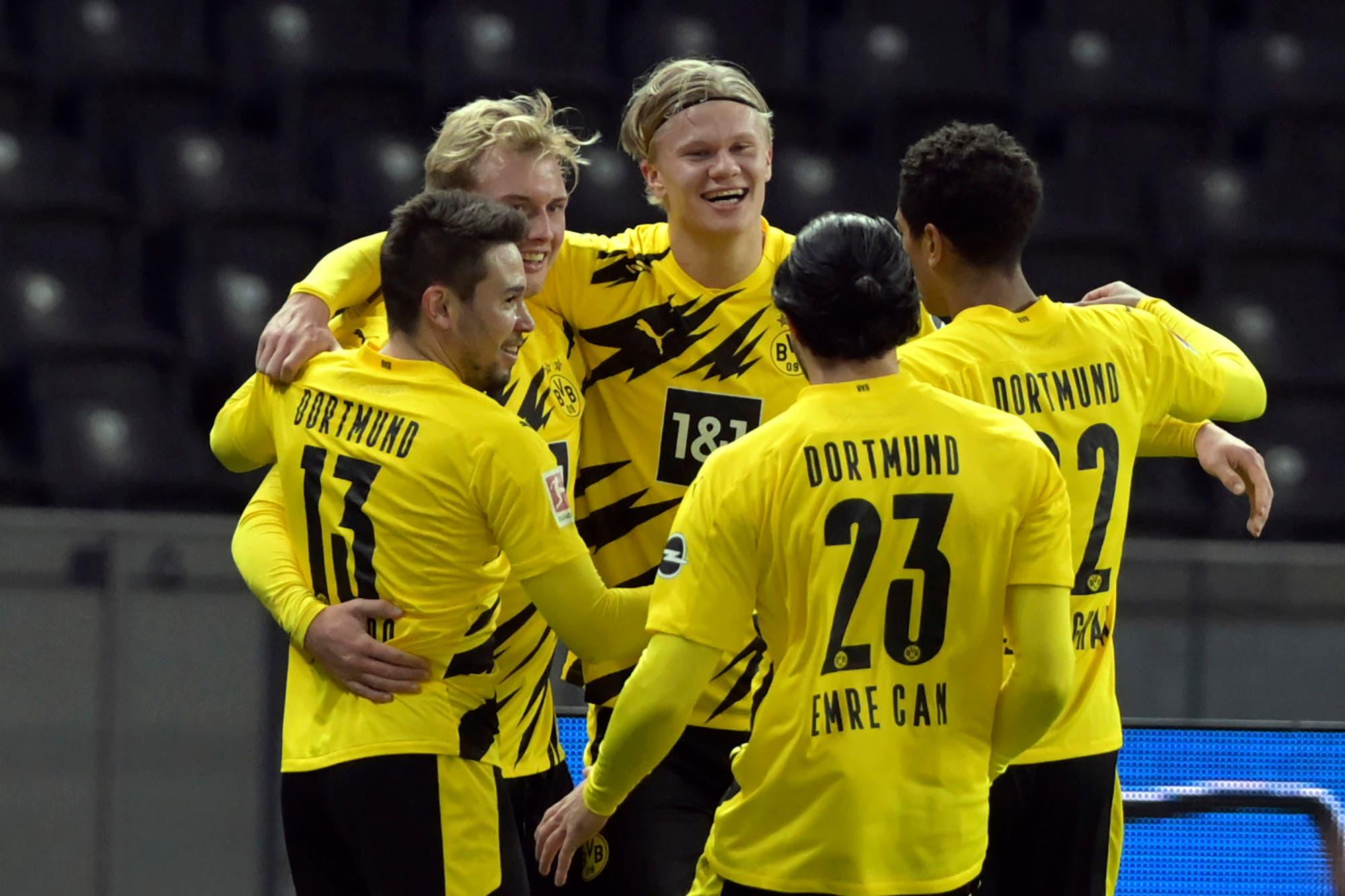 Erling Haaland juega al póquer rápido: 4 goles en 33 minutos para Borussia Dortmund