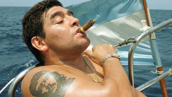 Murió Maradona: el día que Eric Clapton estuvo a punto de sacar a Diego de las drogas