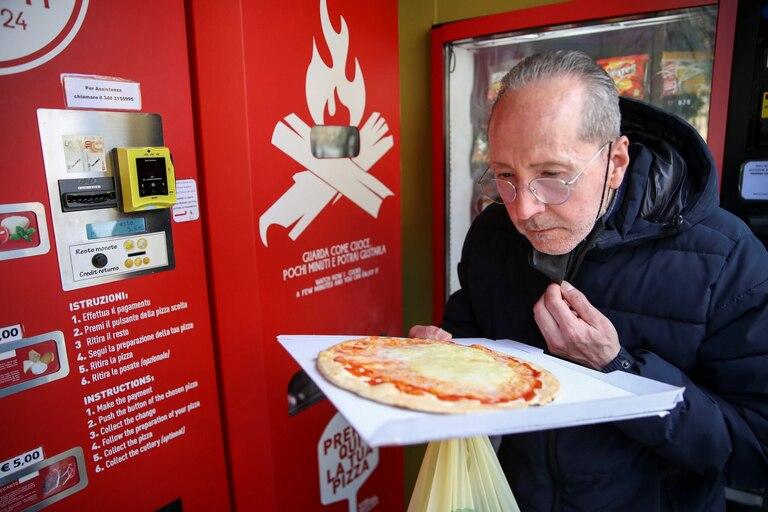 instalan-una-maquina-expendedora-de-pizzas-y-hay-controversia