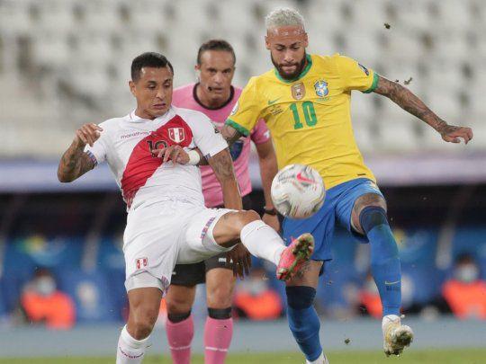 copa-america:-brasil-lo-hace-todo-facil-y-goleo-4-0-a-peru