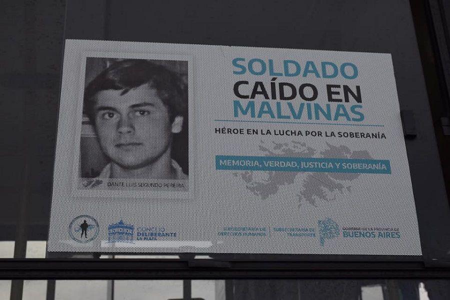 """a-modo-de-""""homenaje-permanente"""",-colocaron-las-fotos-de-15-combatientes-caidos-en-malvinas"""