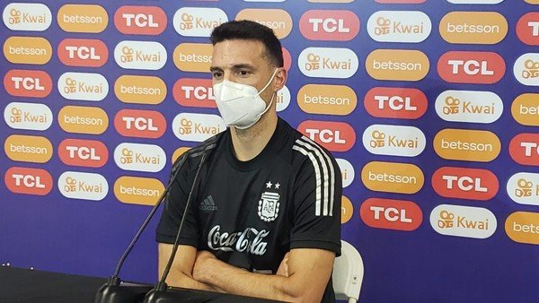 """scaloni-se-guardo-las-cartas,-pero-admitio-que-""""aguero-puede-ser-una-opcion""""-ante-paraguay"""
