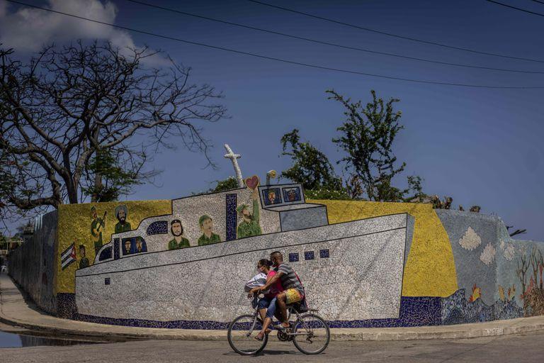sin-oxigeno-y-poco-margen,-el-regimen-cubano-se-enfrenta-a-la-decision-de-innovar-o-sucumbir