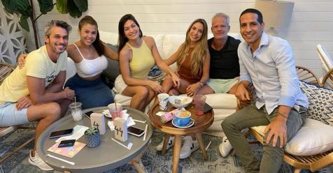 la-santiaguena,-romina-leal-celebro-el-dia-del-amigo-junto-con-los-integrantes-de-destino-san-javier