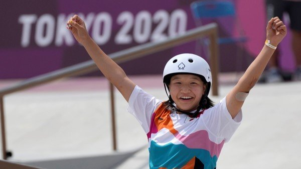 tokio-2020:-con-dos-ninas-prodigio-de-13-anos-duenas-del-oro-y-la-plata,-el-skate-les-dio-frescura-a-los-juegos-olimpicos