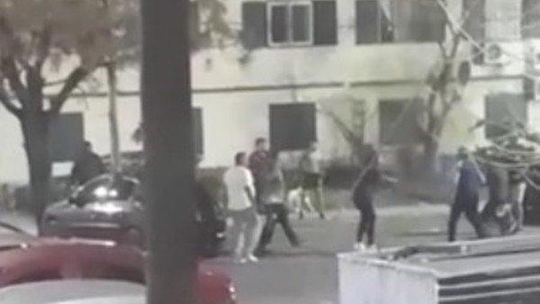 video:-el-estremecedor-enfrentamiento-a-los-tiros-entre-barras-de-racing-y-de-independiente
