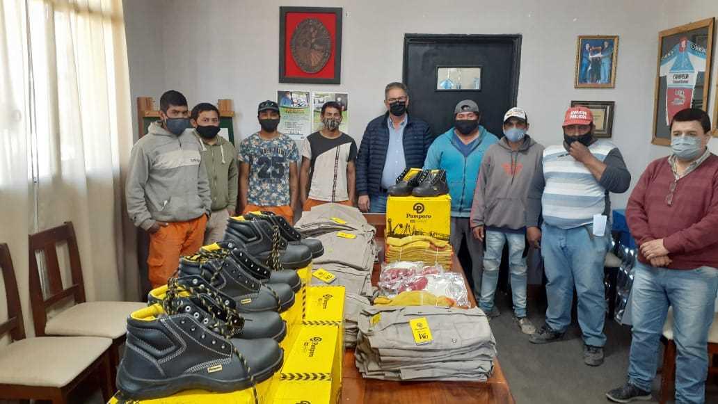 entregan-ropa-de-trabajo-a-personal-de-higiene-de-la-municipalidad-de-quimili